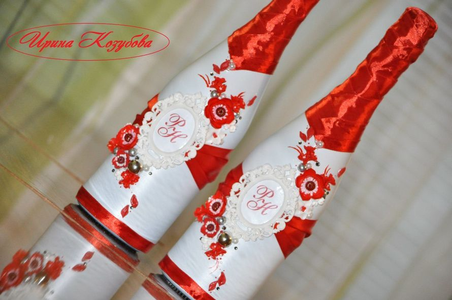"""Свадебные бутылочки """"Афродита"""" в красно-белом цвете с рамками и инициалами. - фото 7531856 Свадебные аксессуары от Ирины Козубовой"""