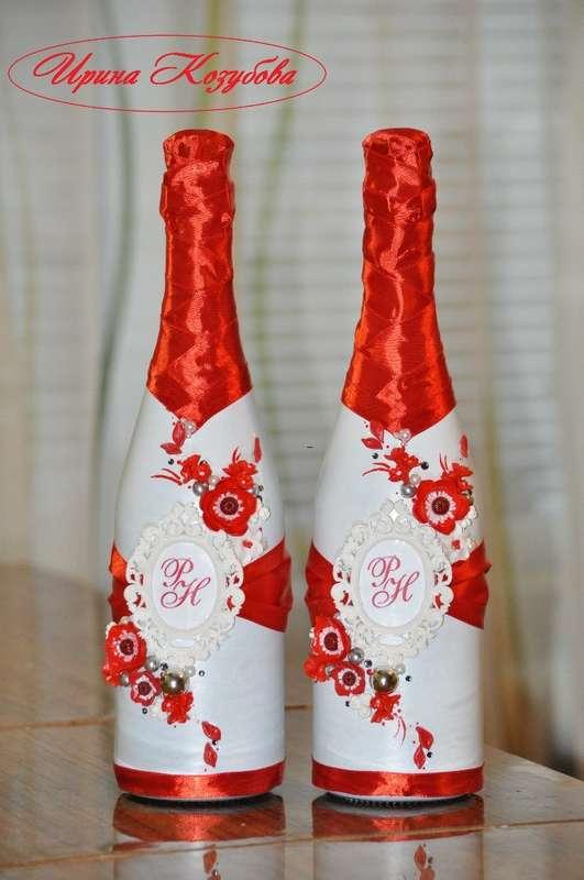 """Свадебные бутылочки """"Афродита"""" в красно-белом цвете с рамками и инициалами. - фото 7531860 Свадебные аксессуары от Ирины Козубовой"""