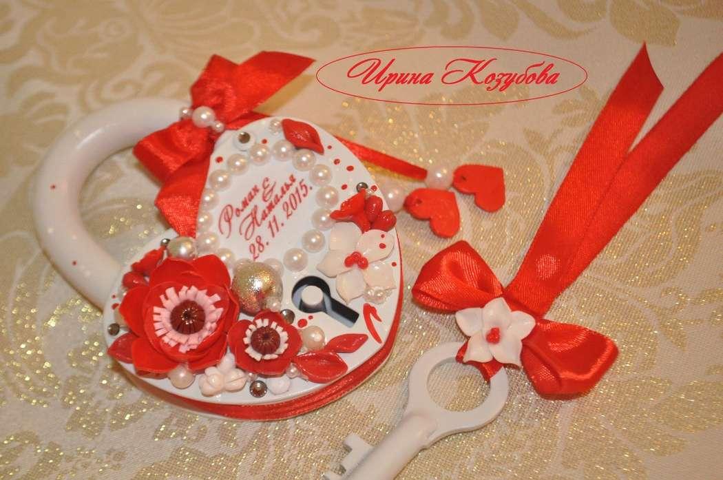 """Свадебный замочек""""Афродита"""" в красно-белом цвете с рамками и инициалами. - фото 7531866 Свадебные аксессуары от Ирины Козубовой"""
