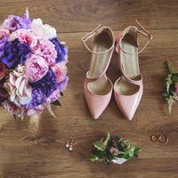Сборы невесты, утро невесты, розовые туфли, пионы