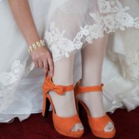 лакада, свадьба за городом, свадьба у воды, осенняя свадьба, сборы невесты, утро, в отеле, туфли, оранжевый