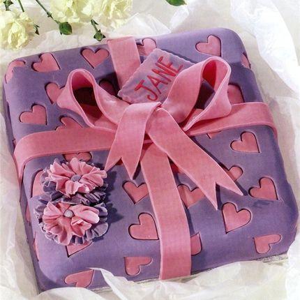 Мастичный торт в виде подарка