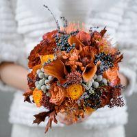 букетик невесты так соответствовал погоде на улице! последние красочные деньки осени с рыжими листьями, ягодами, ветками и яркими оттенками