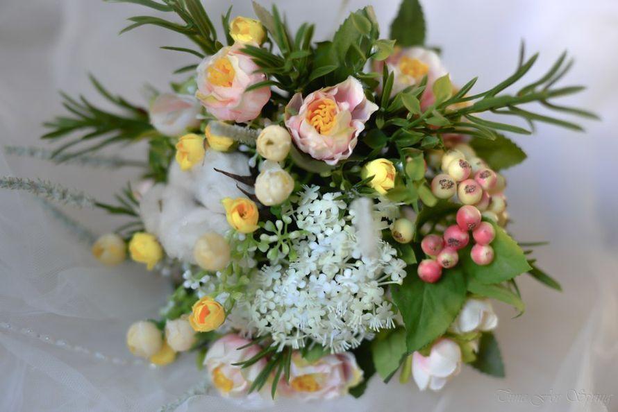 Букет невесты в жизнерадостных весенних тонах