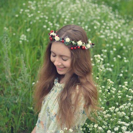 Венок из цветов я ягод