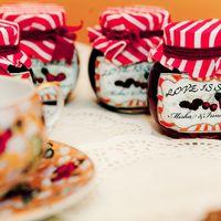 сладкое сезонное угощение гостям, сделанное с любовью самой невестой, пожалуй лучший подарок.