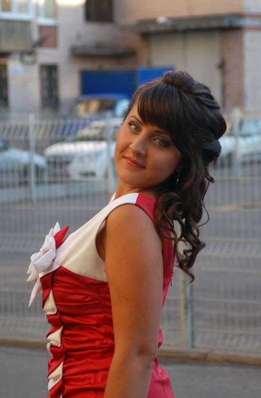 прическа для подружки невесты из полураспущенных волос - фото 596100 Свадебный стилист Ольга Пузенко