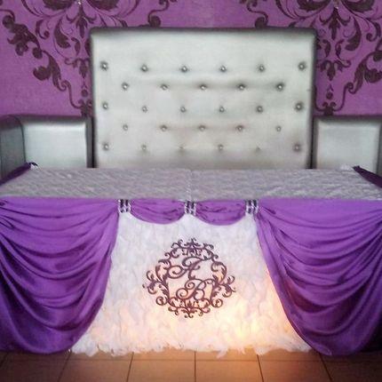 Украшение свадебного стола в сиренево-белом цвете