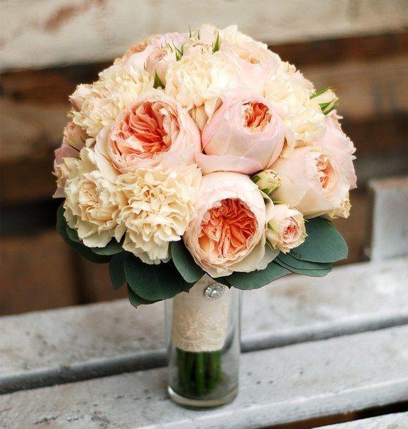 Свадебные букеты из французских розы и пионовидные