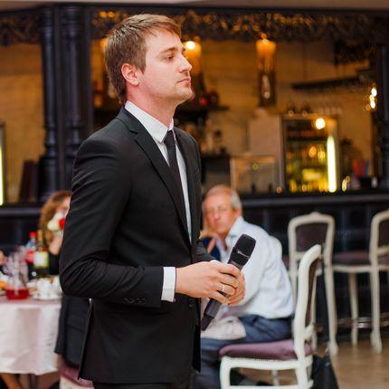 Веселый современный ведущий на свадьбу