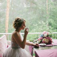 Розово-голубая свадьба Гортензия и пион Букет невесты Букет растрепыш Букет невесты из пионов и гортензии Букет невесты в розово-голубой гамме Розовый голубой букет Свадьба в розовых Декор в розовых голубых тонах Serenity и Rose quartz Цветное стекло Шелк