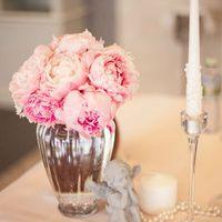 Пудровая свадьба Стулья кьявари Пионы Высокие композиции Розовые оттенки Подстановочная тарелка Сервировка