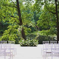 Бело-зелено-золотая свадьба Свадьба в зеленом цвете Свадьба в белом цвете Зеленый белый золото Свадьба в шатре Свадьба в Лес Event House Выездная церемония Круглая арка