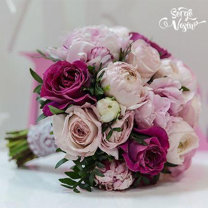 Букет невесты из пионовидных роз и пионов