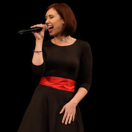 Певица на мероприятие