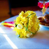 Желтый букет невесты из астр и тюльпанов