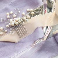Небольшой свадебный гребень ручной работы, который идеально подойдет для любой прически