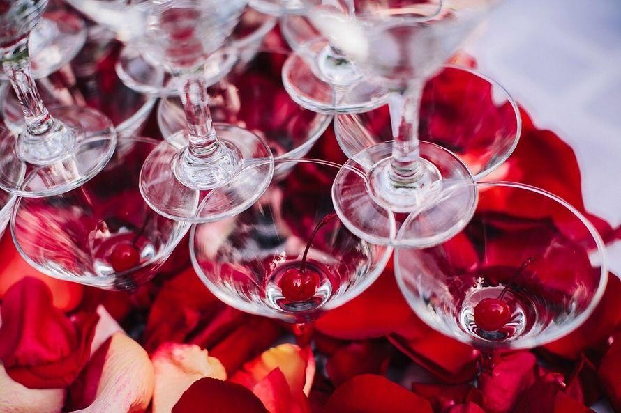 Горка из шампанского