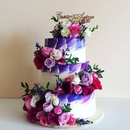 Свадебный торт с акварелью и живыми цветами