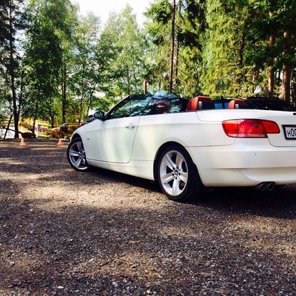 Кабриолет BMW 3-series с красным кожаным салоном