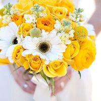 Букет невесты из желтых роз и белых гербер