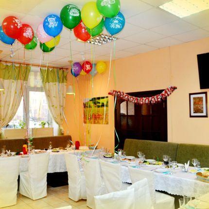 Украшение зала воздушными шарами