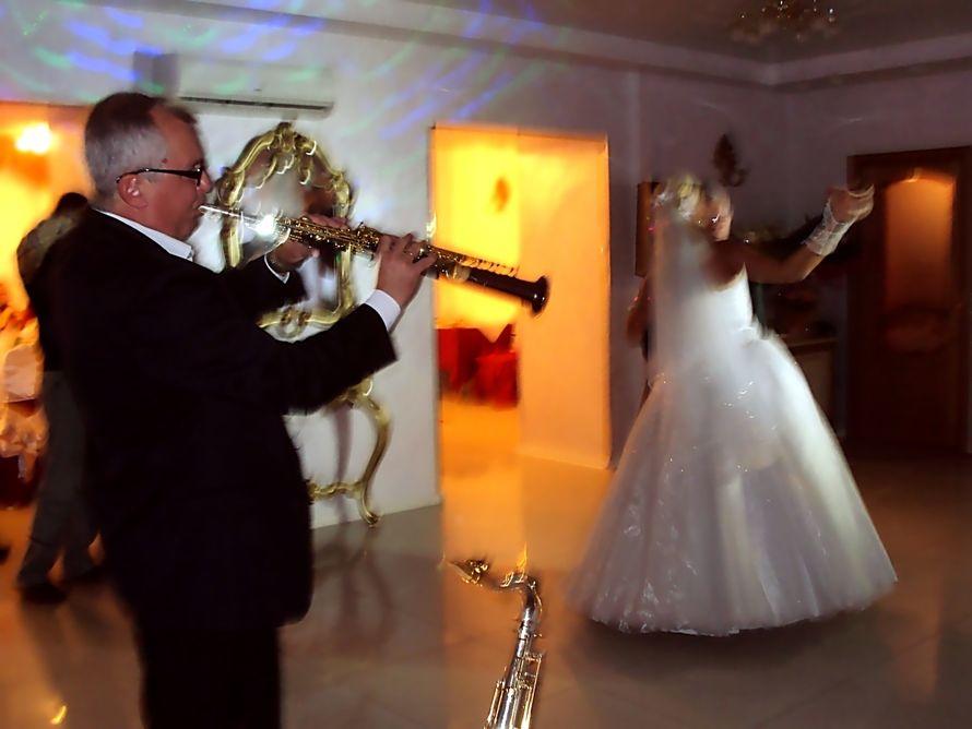 Музыкальное сопровождение к свадебному поздравлению