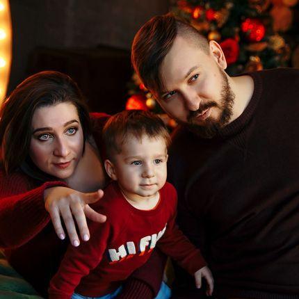 Семейная фотосессия в студии или на природе