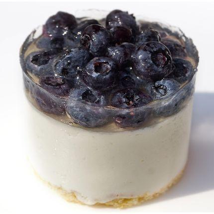 Пирожное чиз-кейк с голубикой