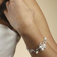 Изысканный браслет с кристаллами и натуральным речным жемчугом