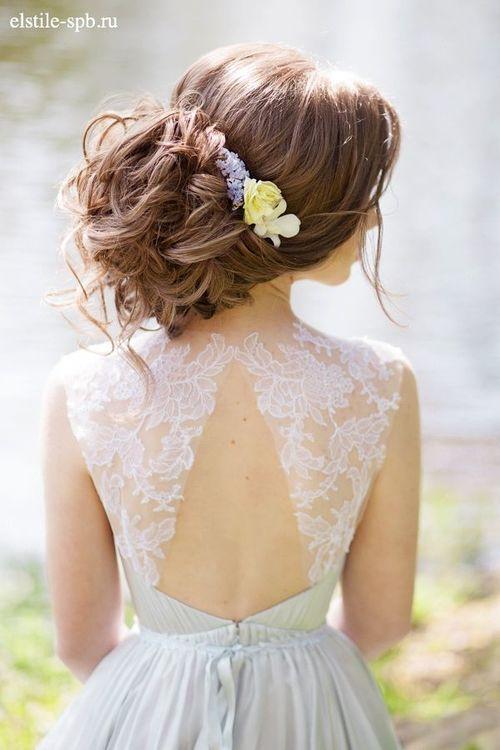 Прическа для платья с закрытыми плечами