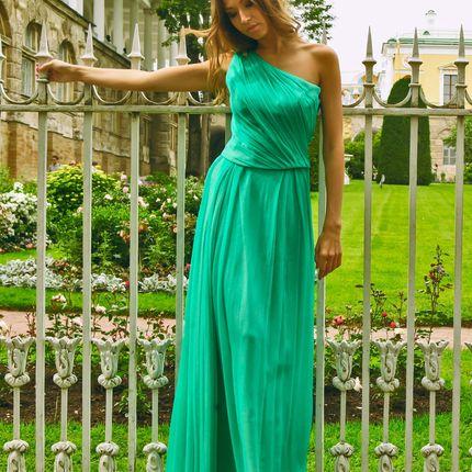 Вечернее платье с вышивкой из натуральных камней хризолит
