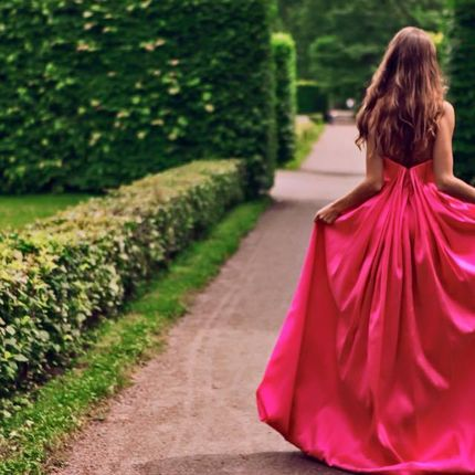 Свадебное платье цвета фуксии