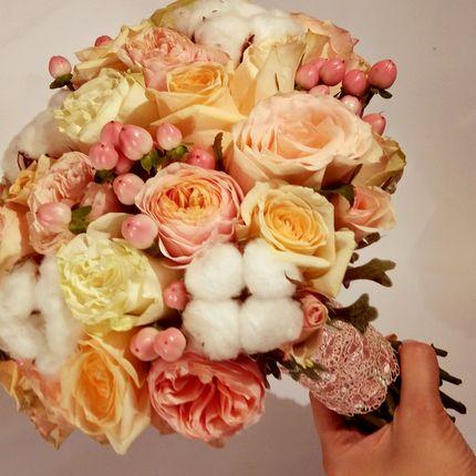 Букет невесты с розами и хлопком