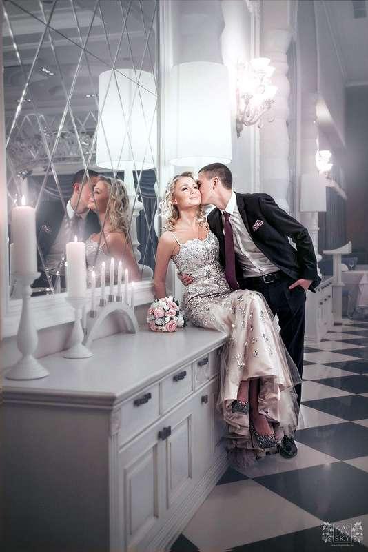 У зеркала2 - фото 2306068 Свадебный фотограф Максим Капланский