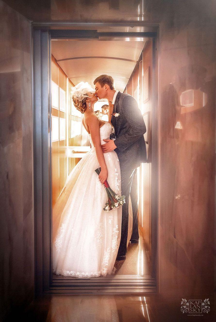 В лифте - фото 2306100 Свадебный фотограф Максим Капланский