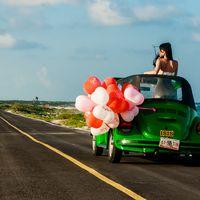 свадебное путешествие по мексике в зеленом кабриолете