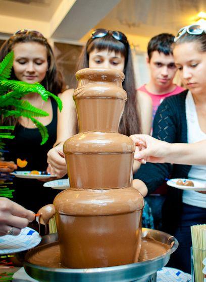 Шоколадный фонтан заправленный молочным шоколадом - фото 1770219 Шоко-Барокко - шоколадный фонтан и другое