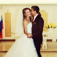 На Анне платье Натали