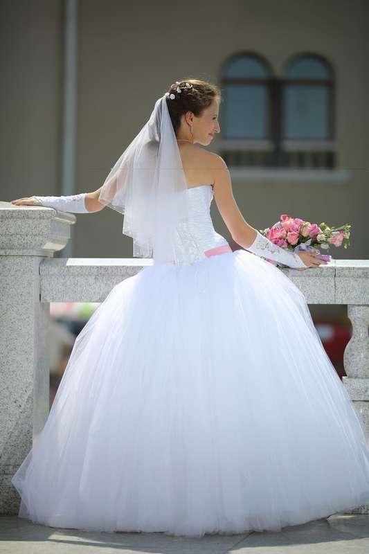 """На Надежде свадебное платье """"Влада"""". Надя специально заказывала это платье с розовой лентой! А какой цвет ленты выбрали бы Вы? - фото 11383754 Свадебный интернет-салон Татьяны Майор"""