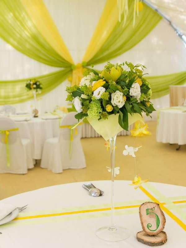 """Композиция на столы гостям в общей цветовой гамме оформления.  Высота 40 см, Цена от 3500 руб. Для заказа пишите сюда ->  - фото 10472854 Студия флористики """"Бон букет"""""""