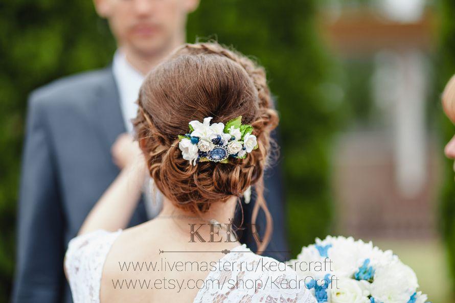 цветочный бело-синий гребень невесты - фото 10569940 Авторская мастерская аксессуаров Kedr