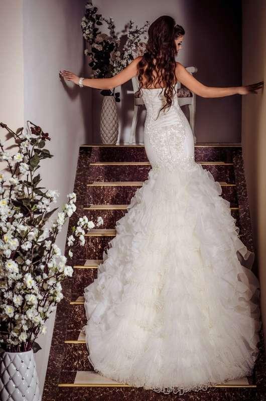 свадебное платье в стиле русалка с валанами, расшитое бисером от дизайнера Виктория Карандашева - фото 10579550 Салон Viktoria Karandasheva