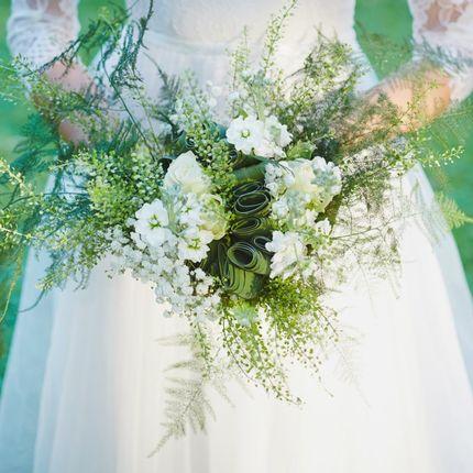 Свадебный букет в бело-зеленой гамме