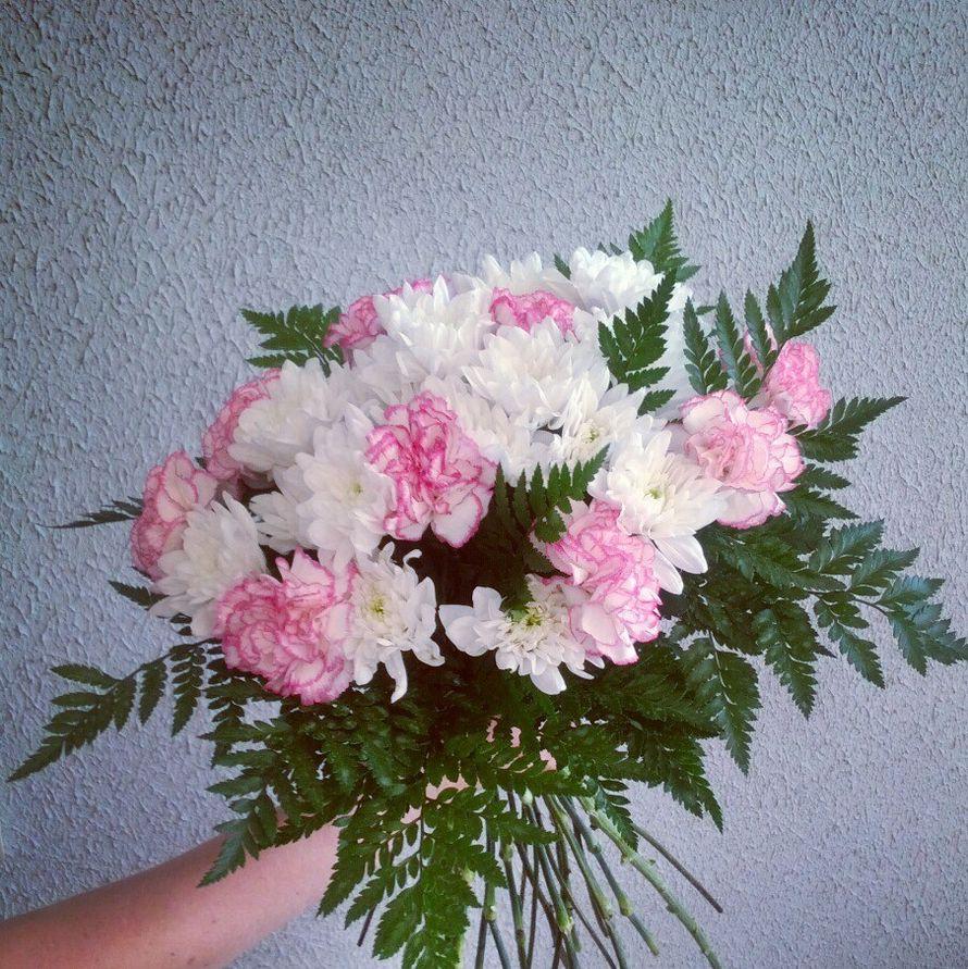 Круглый свадебный букет, хризантемы, гвоздики - фото 10876938 Флорист Светлана Зайцева