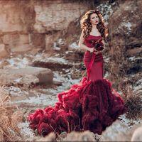 PH: @annakiseliova  MUAH: @tomusia__  Model: @l_elena_a  Dress: @  Florist: @viktorina_florist  #nevskyflorist#марсалабукет#венок#фотосессия#красноеплатьевпол#