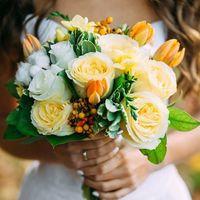 Фото с осенней свадебной Lovestory ❤️ Фото: [club21603689|Свадебный фотограф]  Букет: @viktorina_florist  #осень#нежно#букетневесты#желтый#свадьба#лавстори#