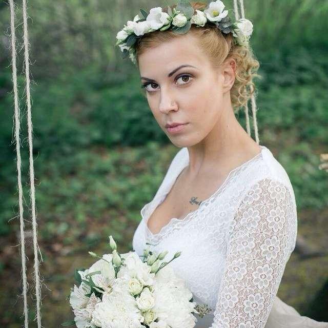 Букет невесты и венок. Фото: Ольга Воронцова  #букетневесты#венок#рустик#белый#фотосессия# - фото 11096730 Флорист Савинова Виктория