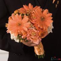 Букет невесты из оранжевых гербер и оранжевых роз