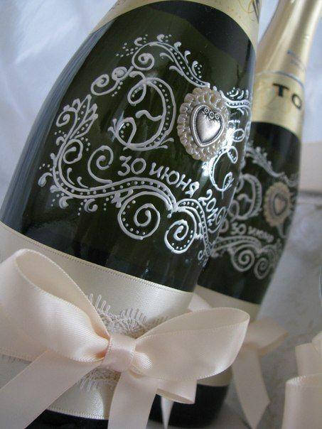 Роспись шампанского с инициалами жениха и невесты. - фото 880245 Татьяна Уразаева - свадебные аксессуары